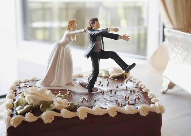 Vad är ett äktenskapsförord? Ett äktenskapsförord är ett avtal mellan makar eller blivande makar där de bestämmer att egendom som tillhör eller tillfaller en make skall vara dennes ensklida egendom.